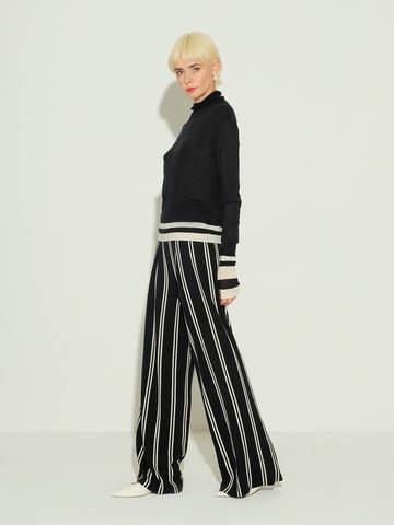 Женские брюки в черно-молочную полоску из шерсти - фото 2
