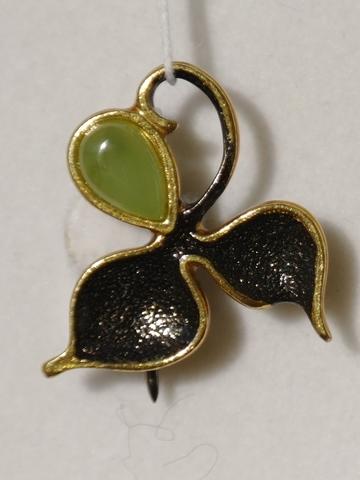 Веточка-нефрит (брошь из серебра с позолотой).