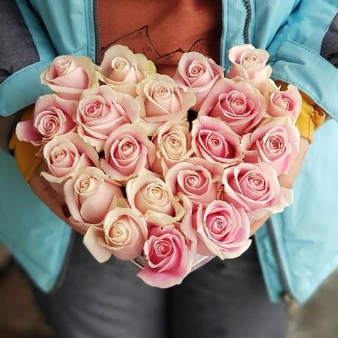 Сердце в коробке из роз