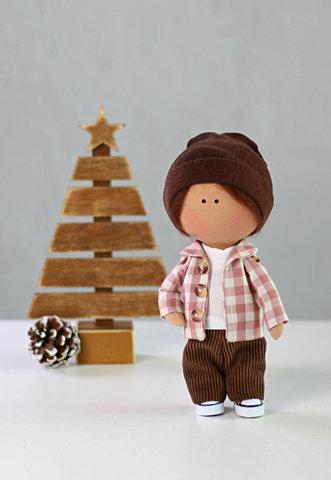 Лялька хлопчик Піт. Колекція La Petite.