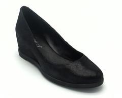 Туфли черные на танкетке лазерной обработке