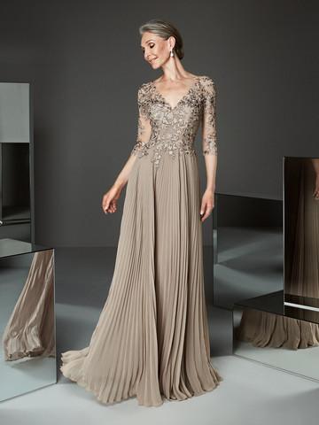 Вечернее платье классическое с прозрачными рукавами