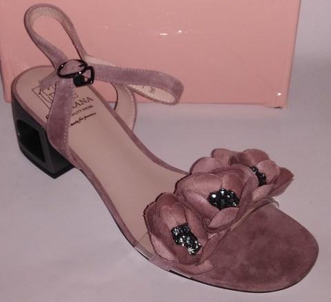 Розовые босоножки из натурального велюра на среднем каблуке