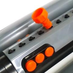 Ороситель Aquapulse AP 3041 – имеет двадцать прочных фиксированных форсунок и шесть переключаемых форсунок для увеличения или уменьшения площади полива так же ороситель оснащен контроля воды. Раздвижные вкладки позволяют провести простую корректировку диапазона укрываемой площади полива. Площадь полива оросителя составляет до трех ста восьмидесяти пяти  метров квадратных. В комплекте оросителя АР – 3042 входит вилка игла, для чистки форсунок в случае попадания мусора. Прочная и устойчивая пластиковая платформа не даст перевернутся оросителю. Для защиты механизма оросителя рекомендуется использовать фильтр.