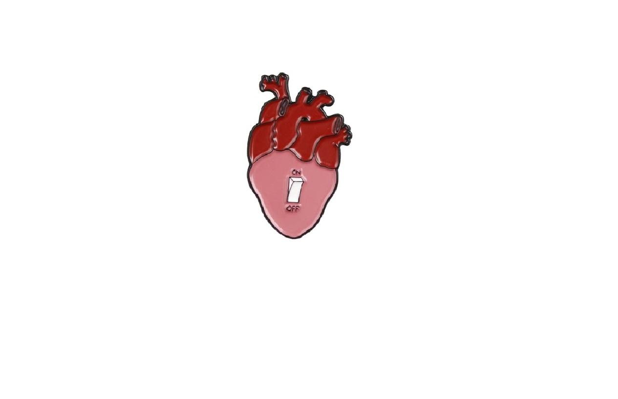 Брошь сердце выключатель