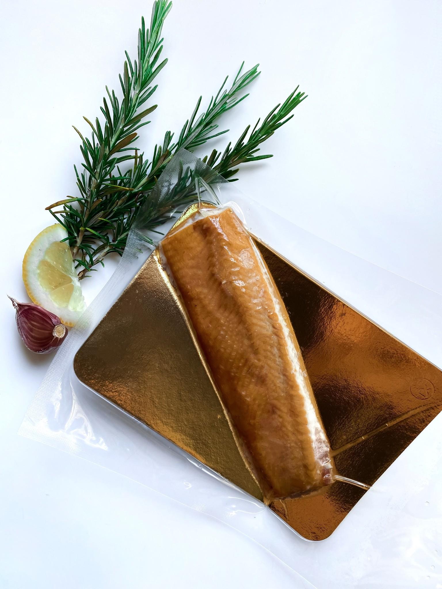 Filete de esturión ahumado en caliente.
