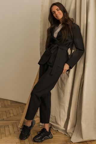 Костюм: мягкий жакет + брюки с защипами, чёрный