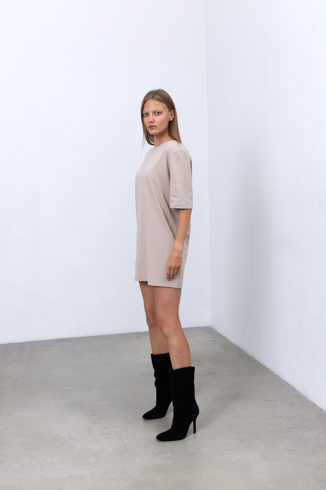 Платье-футболка с подплечниками, какао