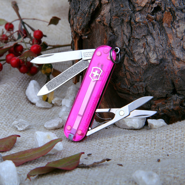 Нож-брелок Victorinox Classic Pink (0.6203.T5) 7 функций, 58 мм. в сложенном виде, цвет розовый полупрозрачный