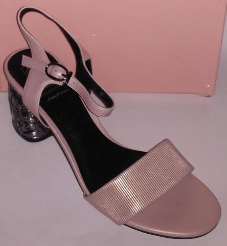 Кожаные босоножки на высоком каблуке с дополнительной фурнитурой