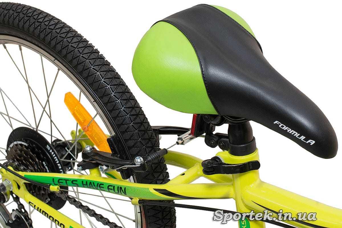 Сидіння і заднє колесо гірського дитячого велосипеда Formula Lime