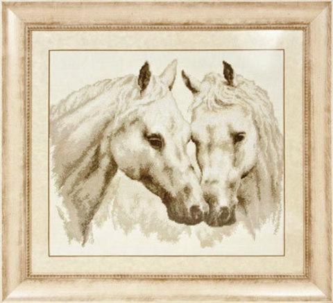 Ж-1066 Пара белых лошадей