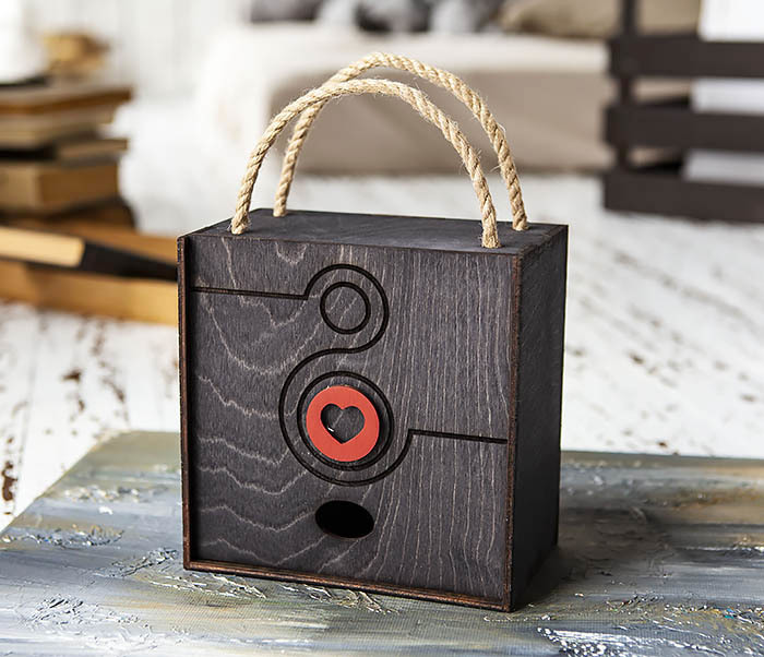 BOX221-1 Коробка для подарков к Международному Женскому Дню (17*17*10 см)
