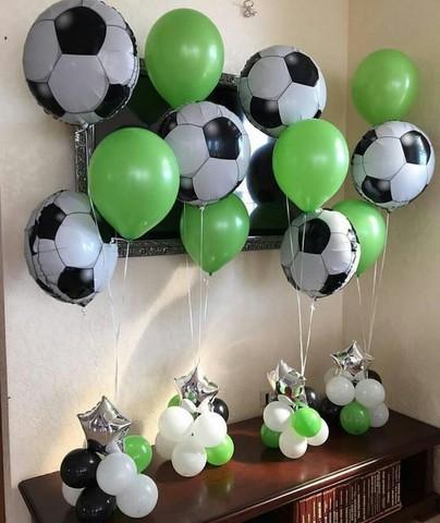 Фонтаны из шаров на стойках в футбольной тематике