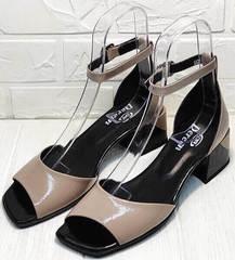 Красивые босоножки на низком каблуке. Женские босоножки кожа Derem 602-464-7674 Beige Black.
