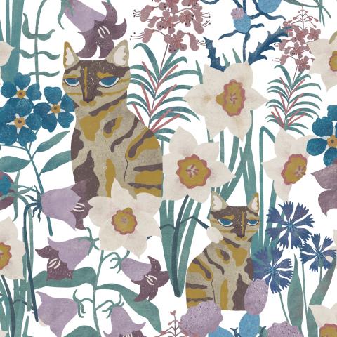Трёхцветная кошка и полевые цветы