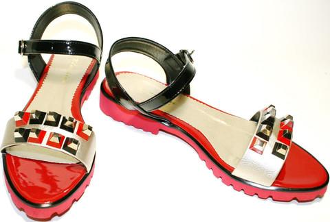 Кожаные сандалии босоножки женские на низком ходу Kluchini.