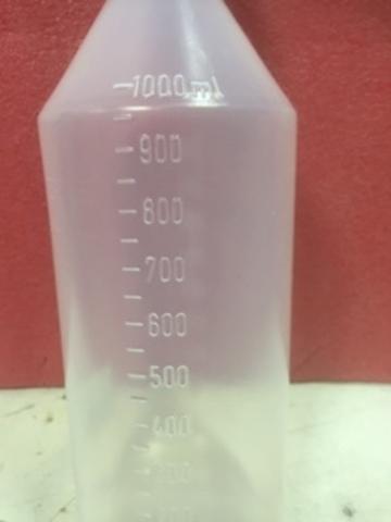 Бутылка  с соской для кормления  телят и ягнят 1 литр