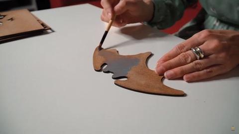 Бэтмен от SamCraft - сборная 3D картина из дерева своими руками, покрась, собери и склей.