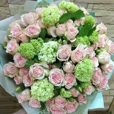 № 12. Нежно-розовый роскошный букет из кустовых роз.