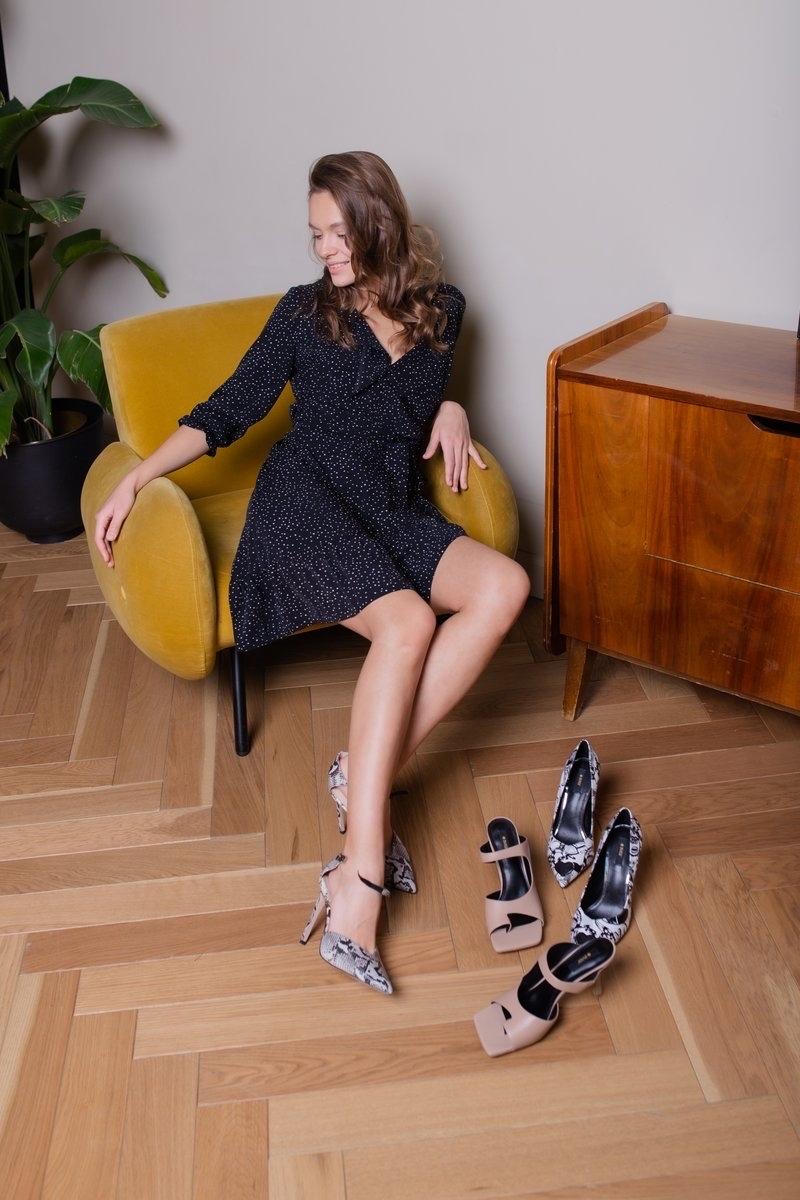 Платье с воланом чёрный в горошек