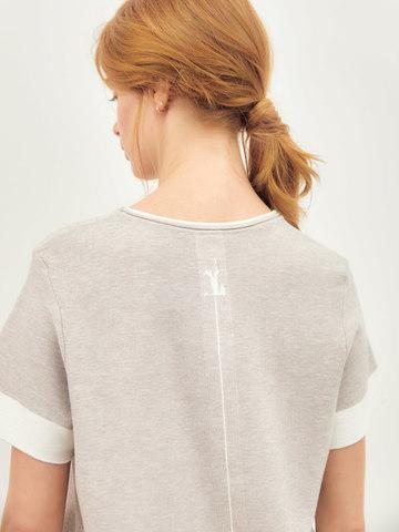 Женская футболка светло-кофейного цвета из вискозы - фото 3