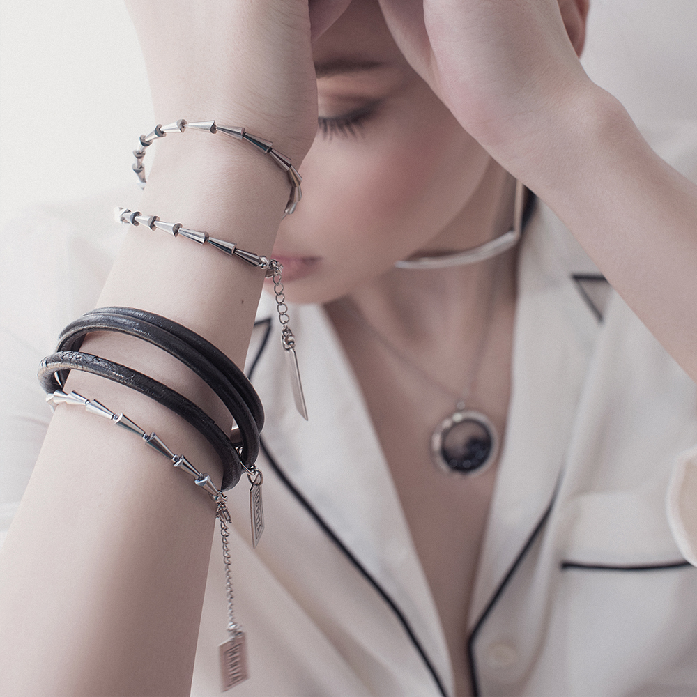 Женский браслет из кожи,темно-серый на 13-14 размер  оптом и в розницу