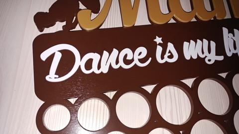 Медальница ДекорКоми из дерева для танцора Хип-хоп