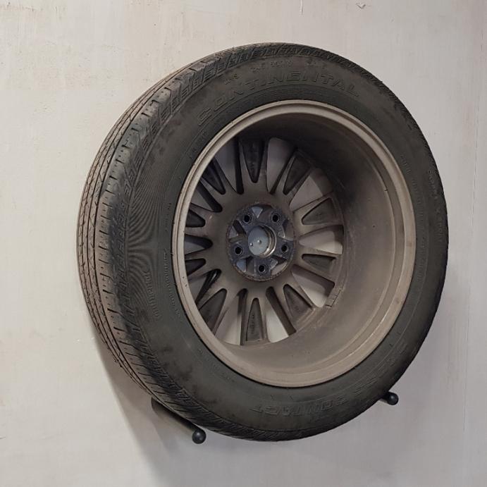 Настенный крюк для одного колеса