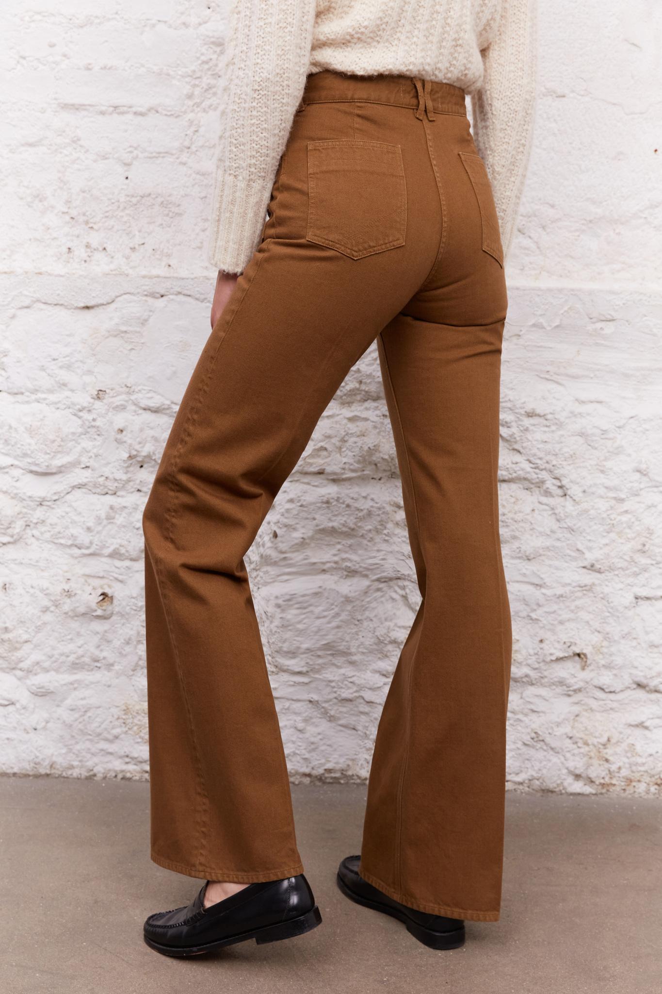 Широкие джинсы с завышенной талией