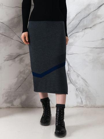 Юбка прямого силуэта с рельефным асимметричным рисунком и разрезами. - фото 2