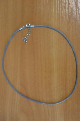 Шнурок 45 см серый