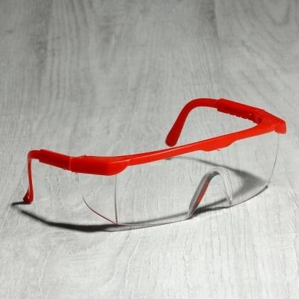 Очки для мастера с красной оправой