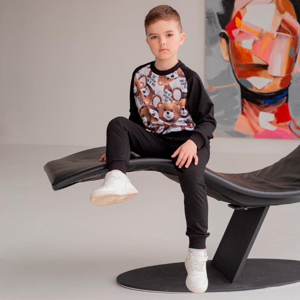 Дитячий, підлітковий спортивний костюм з авторським принтом для хлопчиків в чорному кольорі