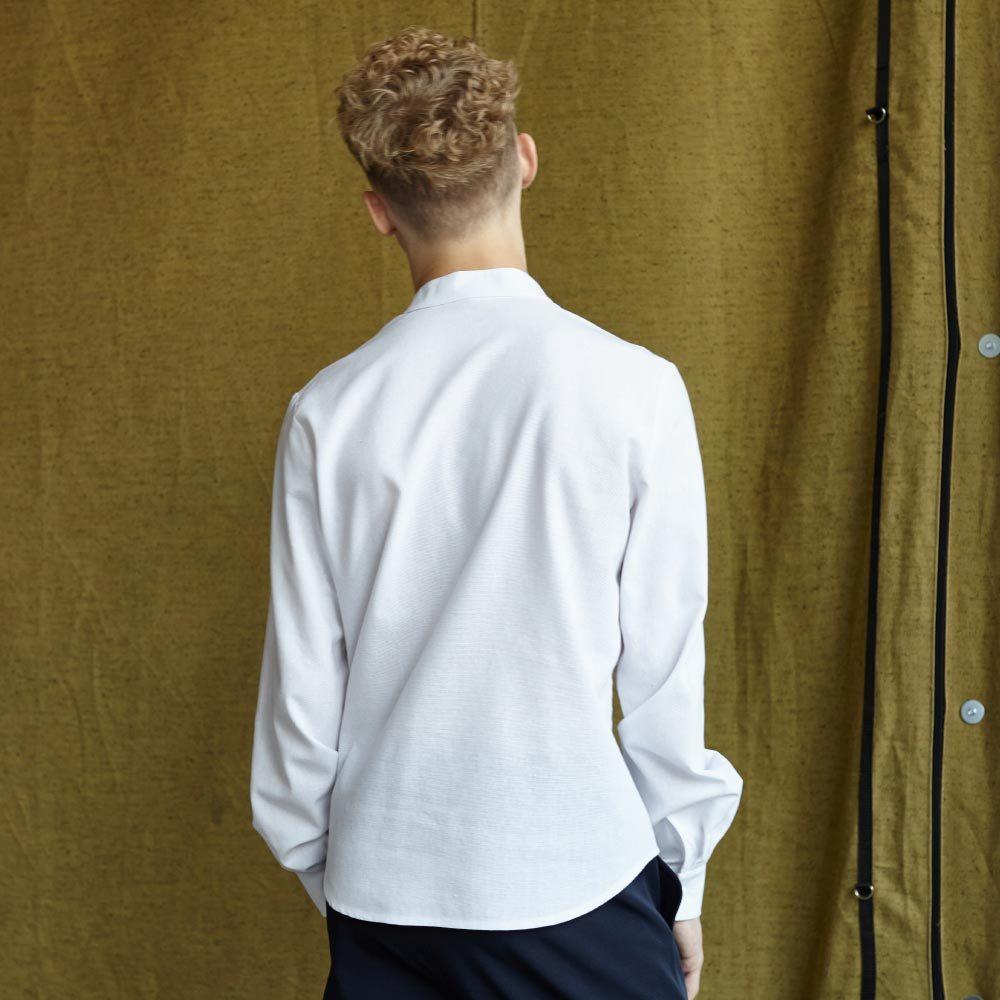 Підліткова сорочка з льону в білому кольорі для хлопчиків