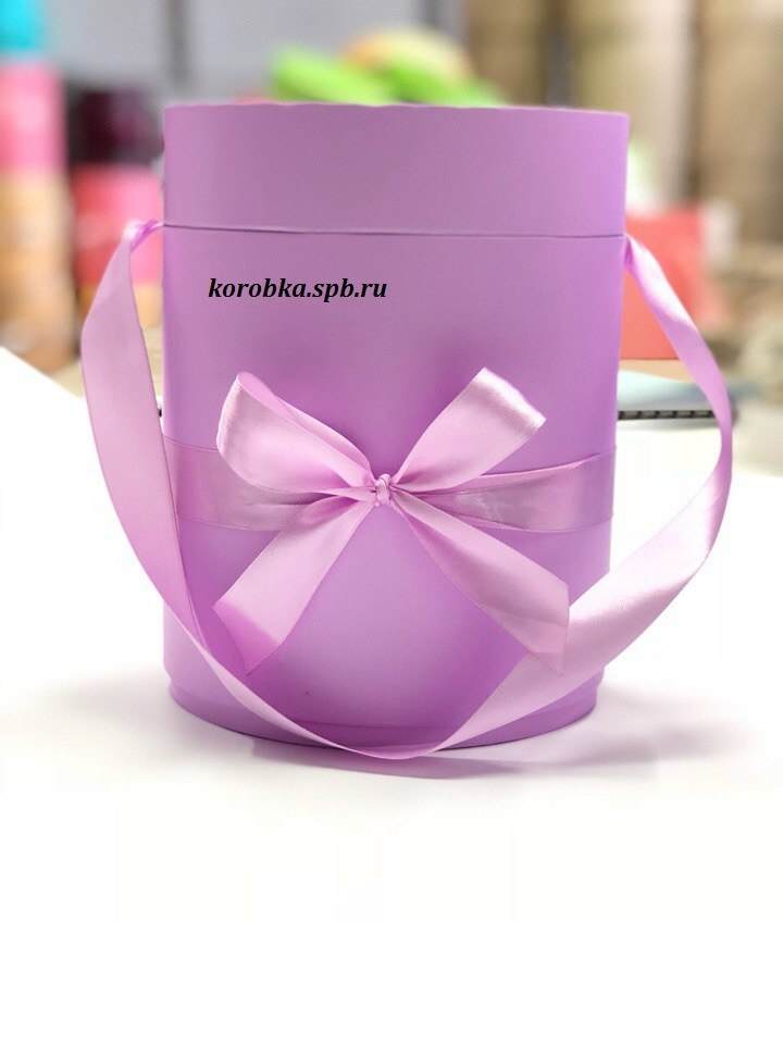 Шляпная коробка D18 см Цвет: Светло лиловый .  Розница 450 рублей .