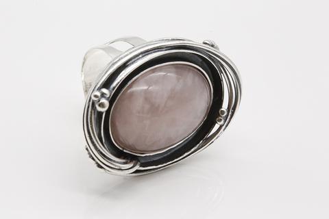Кольцо из серебра 925 с розовым кварцем Литва