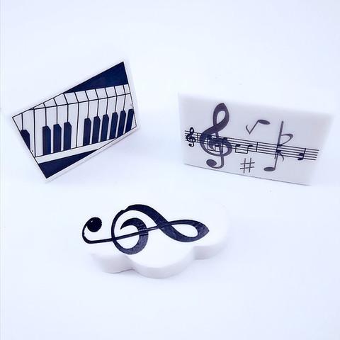 Ластик с музыкальной символикой
