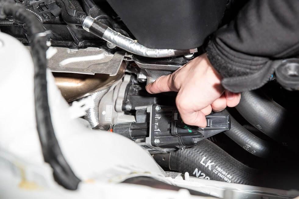 Расположение штатного байпас клапана в холодной части турбины BMW N20 F10 F20 F30