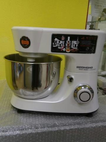 Кухонная машина Redmond RKM-M4050