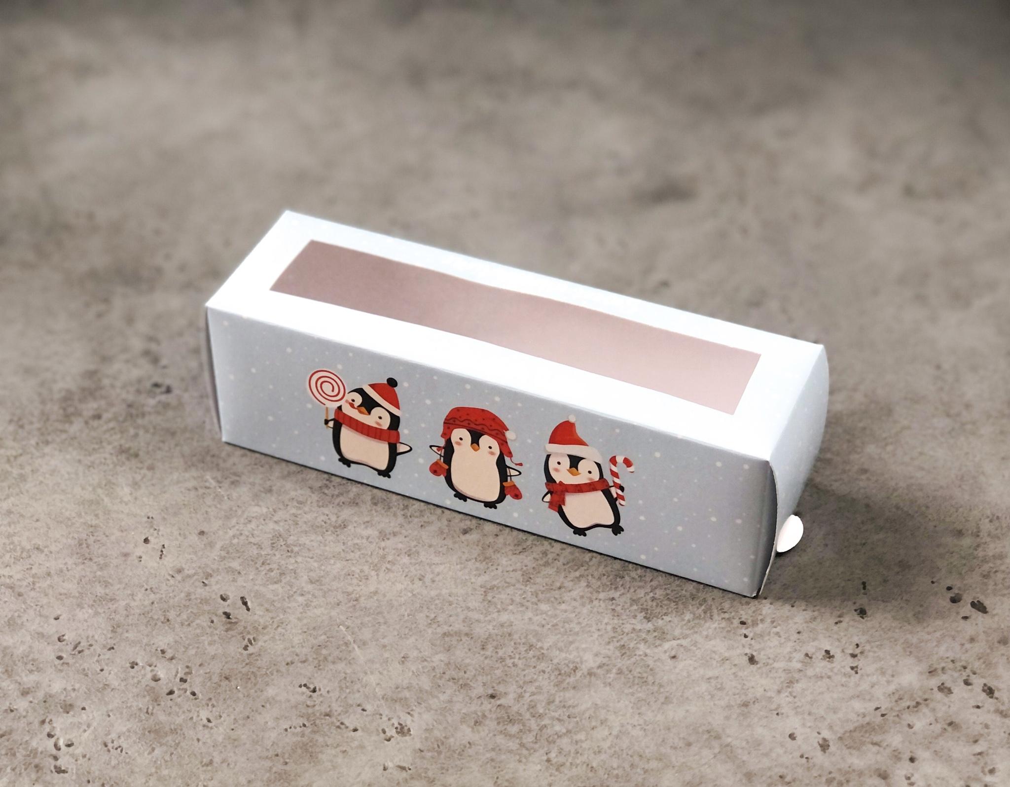 Коробка новогодняя для макаронс «3 пингвина», 18х5,5х5,5 см