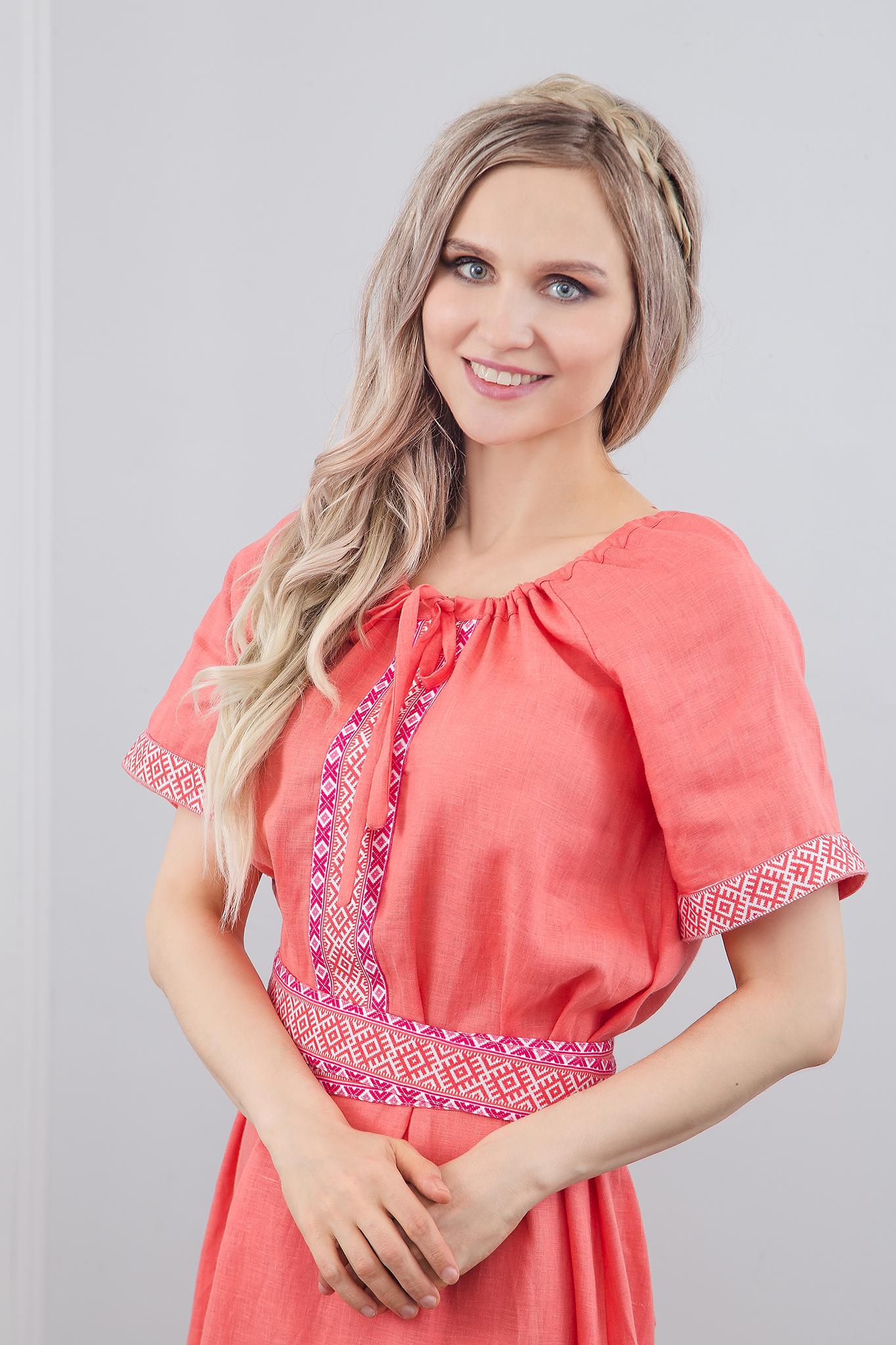 Льняное платье Сила младости приближенный фрагмент