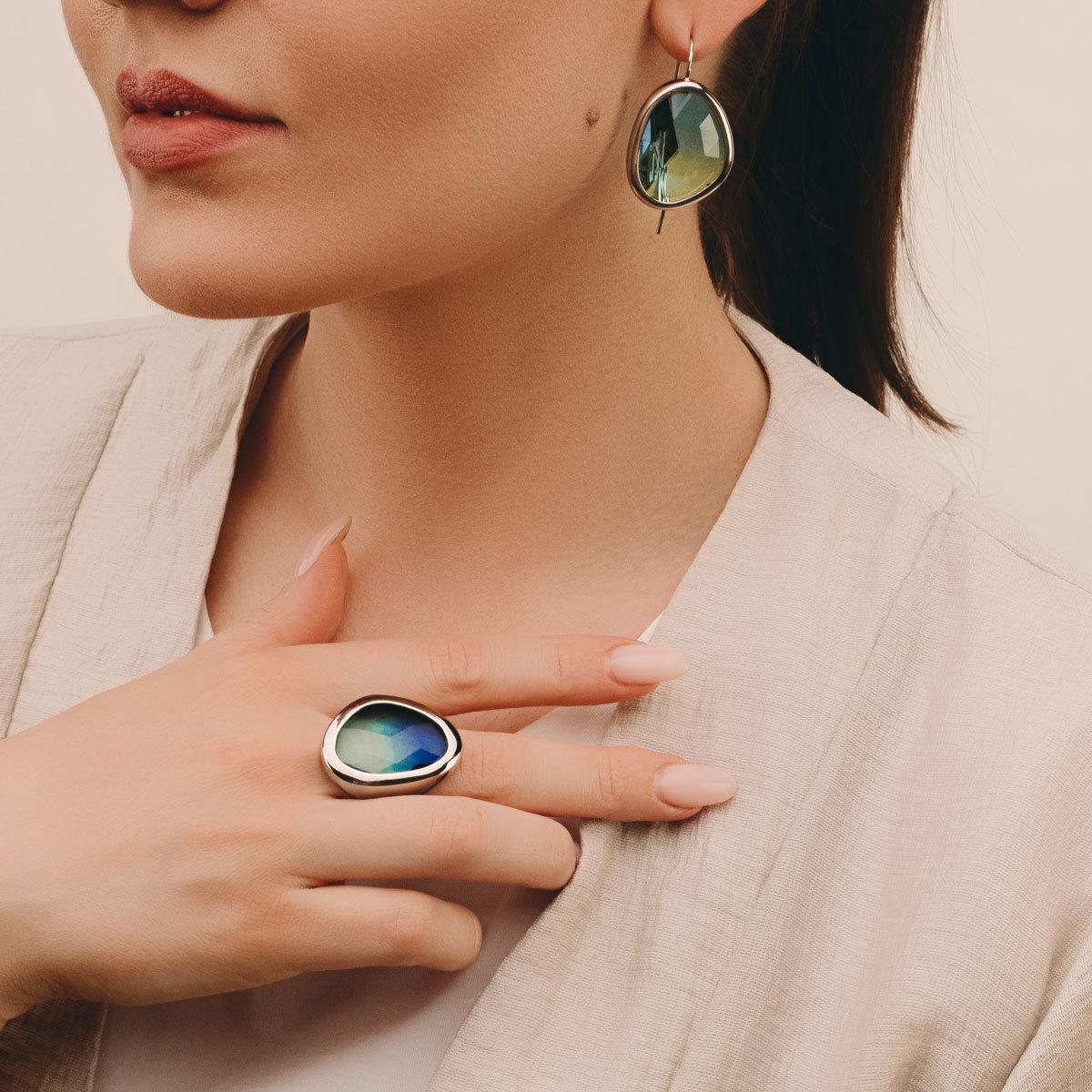 Серьги на петле c каплевидным кристаллом (зелено-голубой)