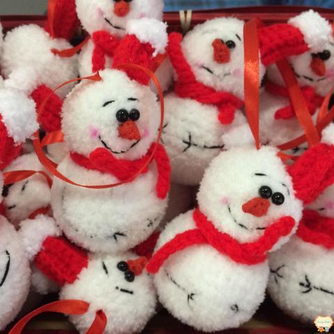 Ялинкова іграшка в'язаний сніговик