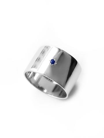 Серебряное широкое кольцо с сапфиром