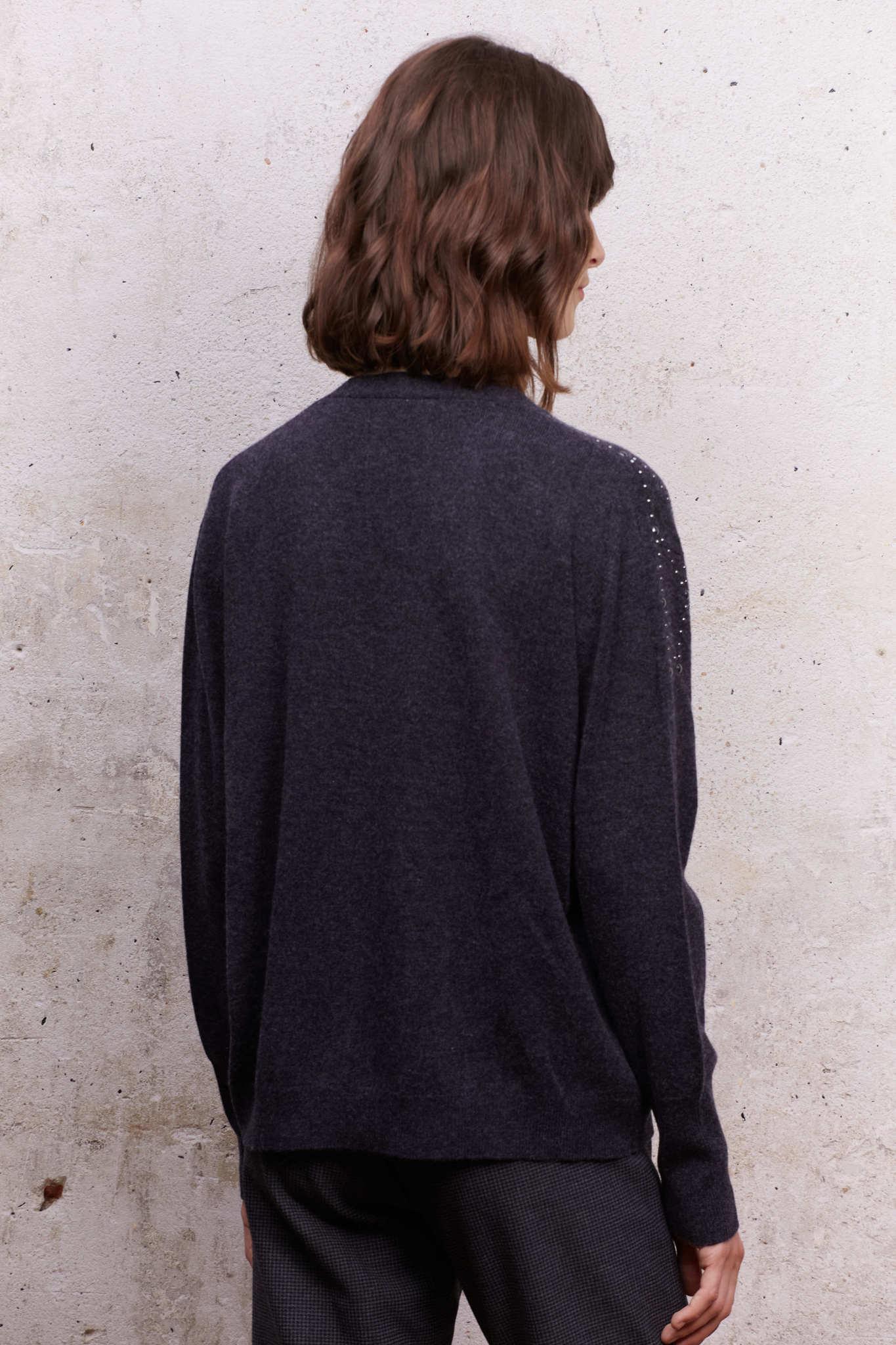 Пуловер с декоративным узором