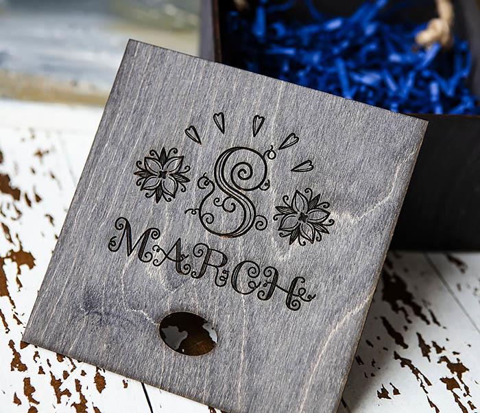 BOX220-1 Подарочная коробка на 8 марта черного цвета (17*17*10 см) фото 05