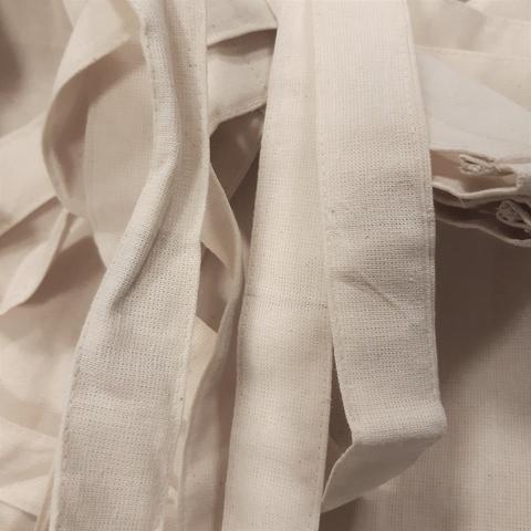 Причина уценки: брак ткани (вшитые нитки другого цвета, зацепки)/ небольшие пятна
