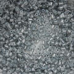 38642 Бисер Preciosa рубка 8/0, Кристалл блестящий с голубовато-серым прокрасом внутри