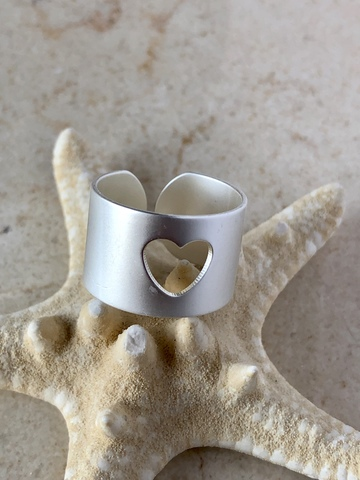 Кольцо Лав, серебряный цвет